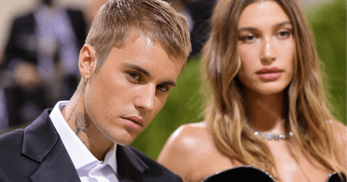 Justin Bieber: A photo of the Canadian singer and his girlfriend at an awards ceremony