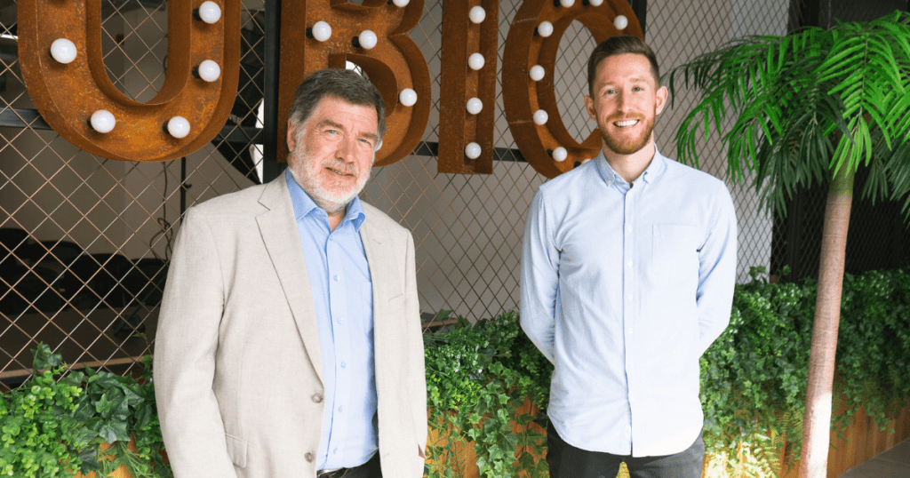 Course: The two creators of the cannabis course standing next to each other looking into the camera